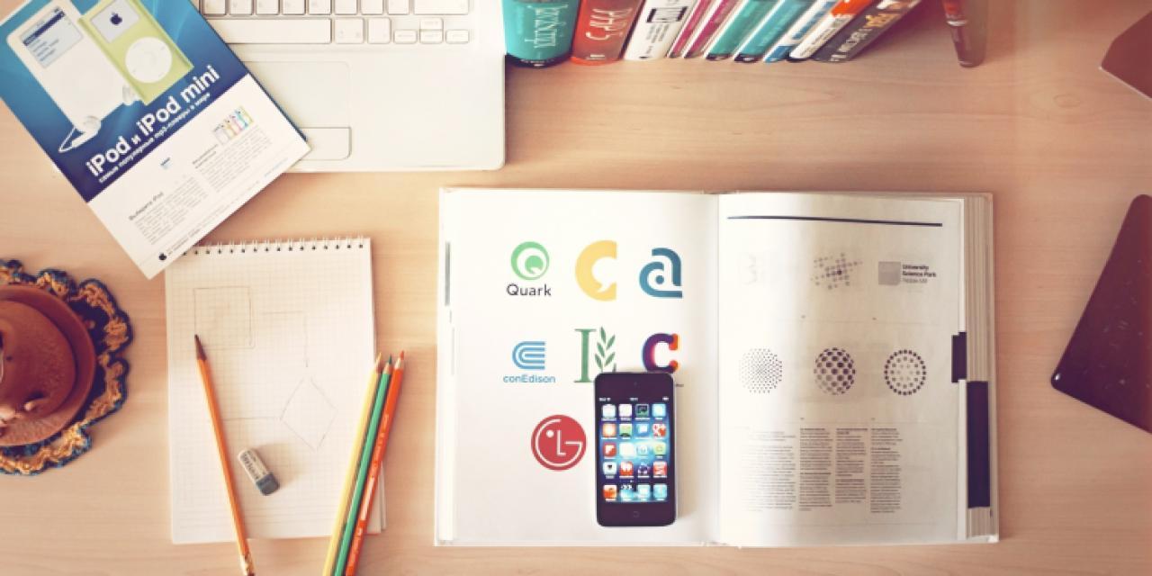 apple-iphone-books-desk_1.jpg