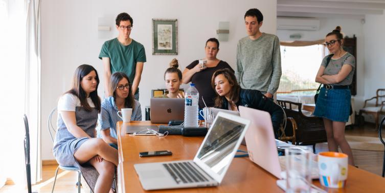 adults-brainstorming-business-1595385_3.jpg