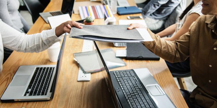 advice-business-colleagues-1161465_1.jpg