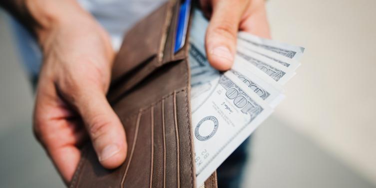 alone-bills-cash-1435192_1.jpg