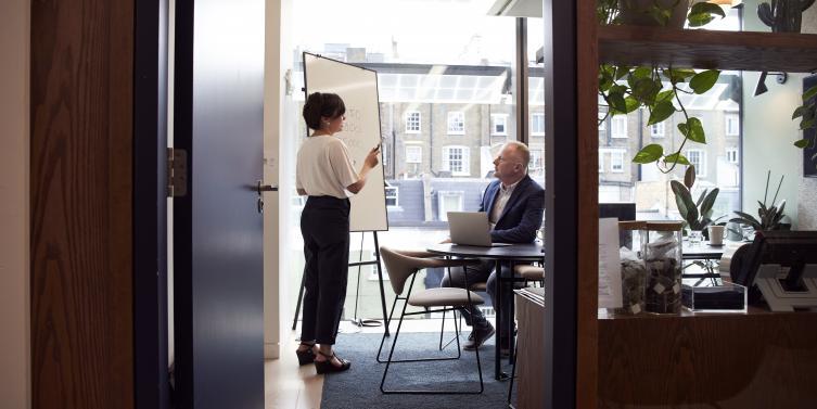 boardroom-brainstorming-business-2977547.jpg
