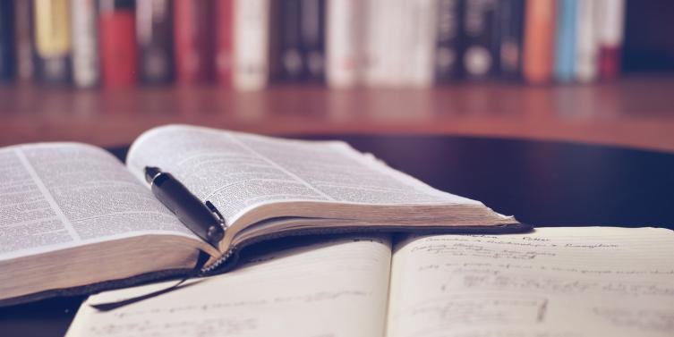 book-books-bookshelf-159621_1.jpg