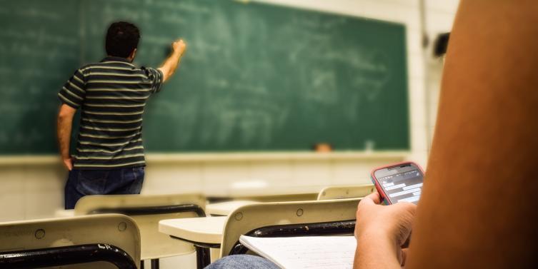 cellular-education-classroom-159844.jpeg