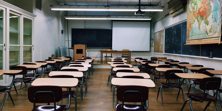 classroom-2093743_1920.jpg