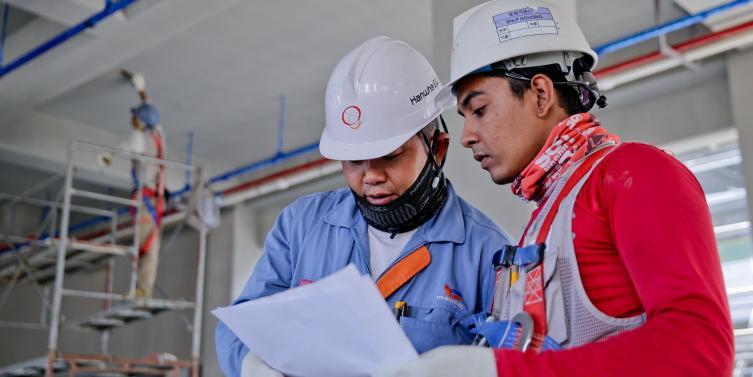 construction-helmet-industry-1216589.jpg