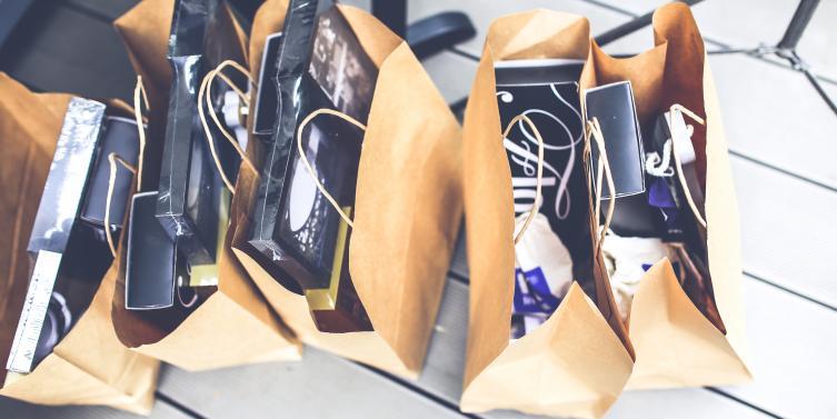 gift-brown-shopping-market.jpg