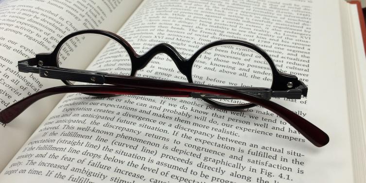 glasses-568408_1280_1.jpg