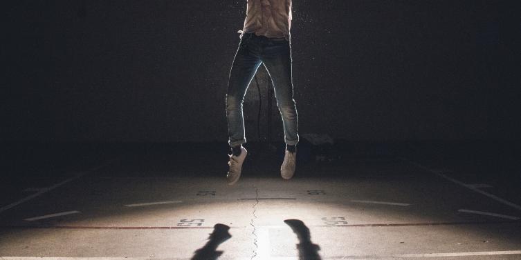 jump-1209941_1920.jpg