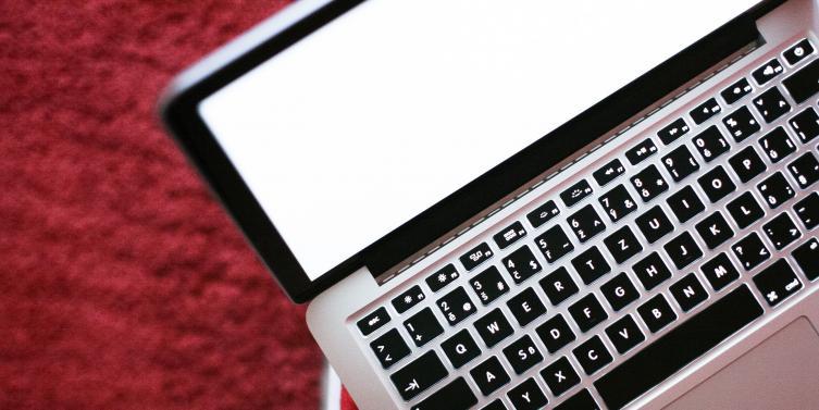 laptop-1114372_1920.jpg