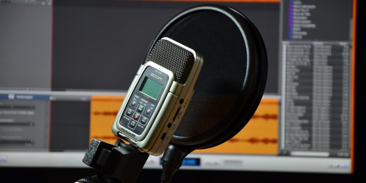 microphone-2198570_1920.jpg