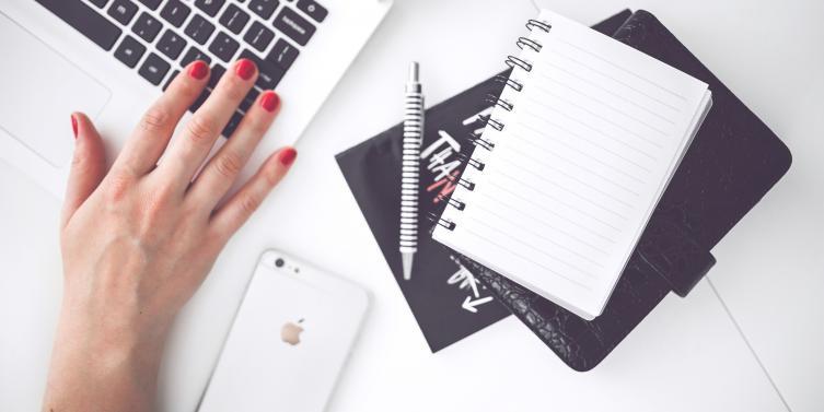 woman-hand-smartphone-desk_1.jpg